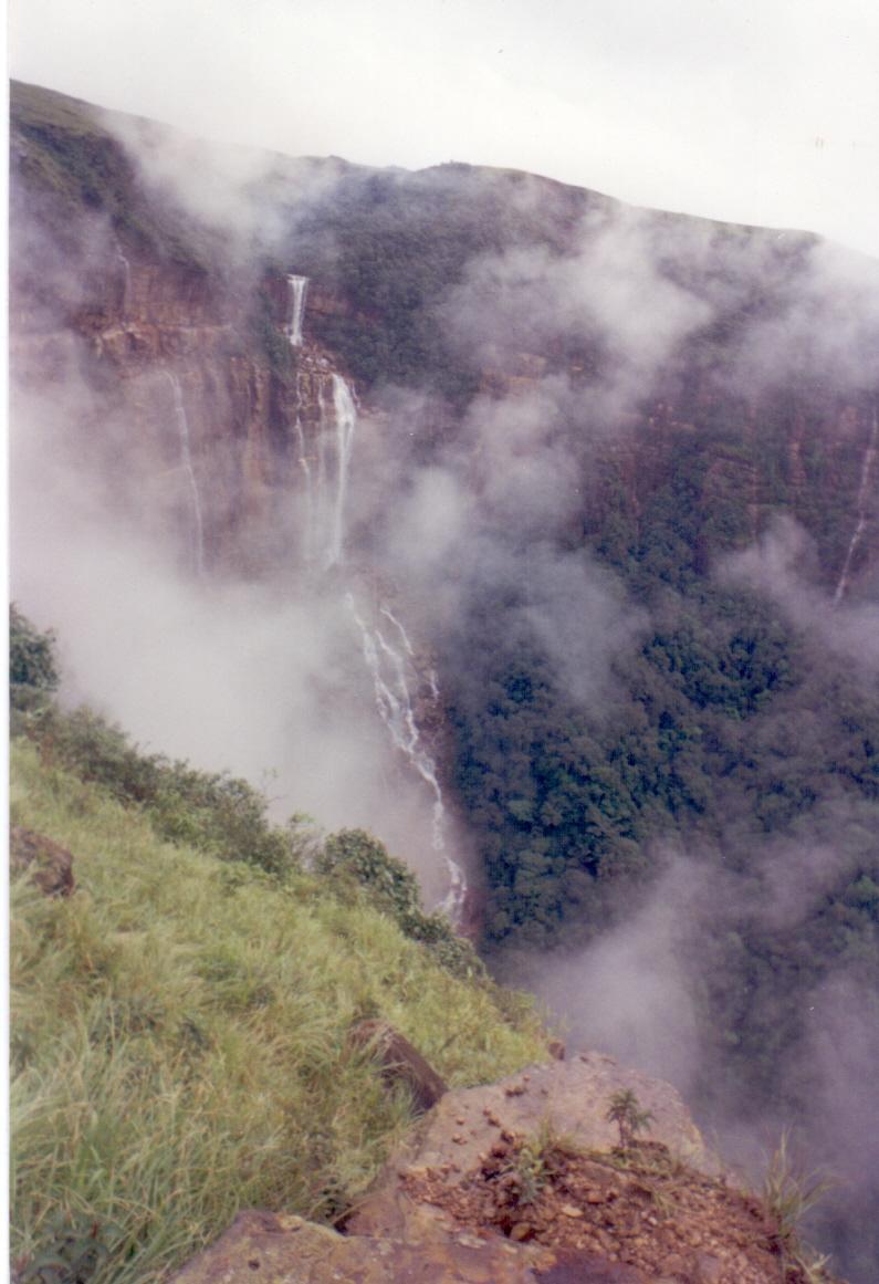 Nohkalikai Falls(11)