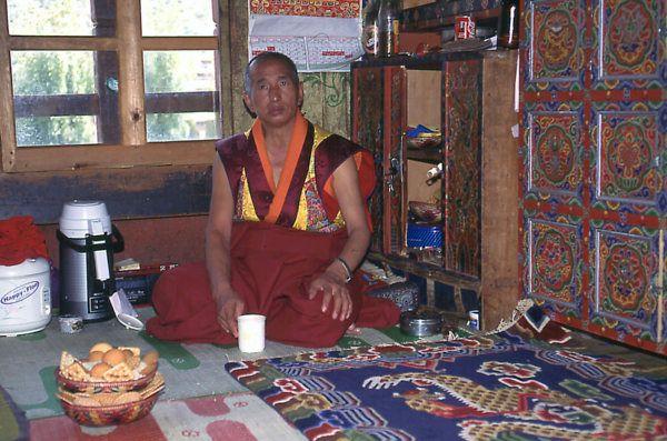 bhutan-monk1